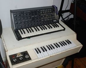 øøø Mellotron, Rhodes, Jupiter, Odyssey, Oberheim, TR-808 usw øøø