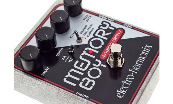 Electro-Harmonix Memory Boy Analog Delay//Echo Effects Pedal with Chorus//Vibrato