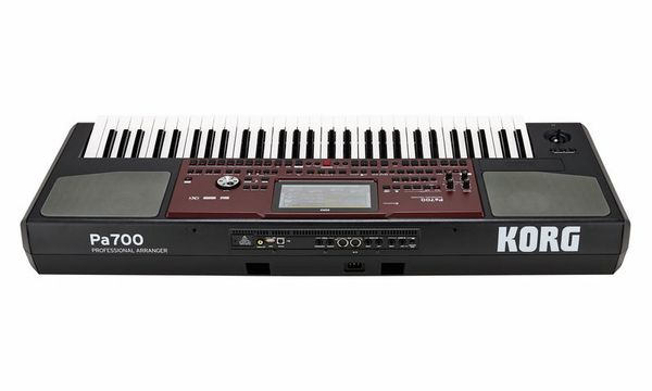 Korg PA-700